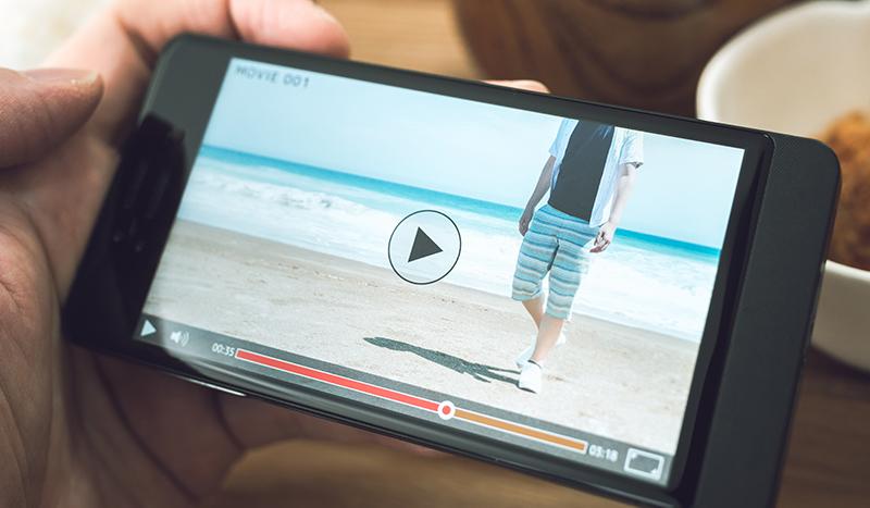 複数の動画でトレーナーのトレーニング方針、トレーニング風景、プライベートまで紹介。