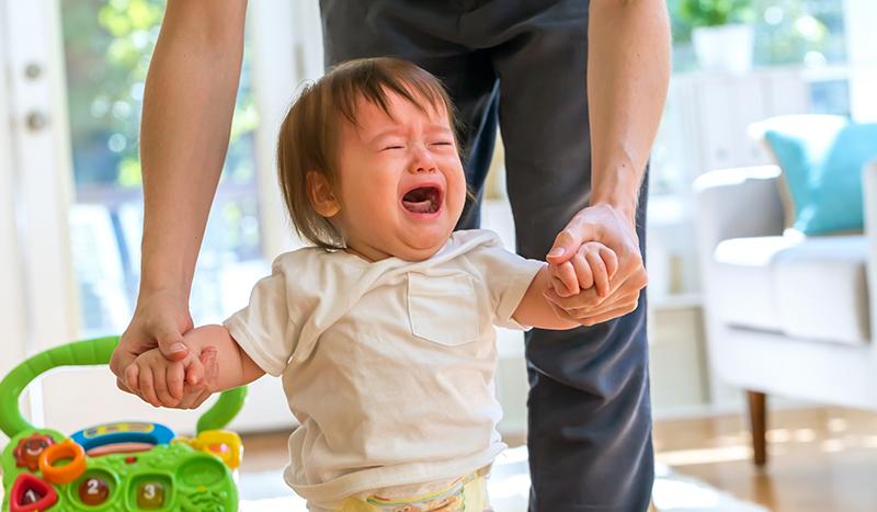 泣いている子が笑顔になるまでの撮影風景ムービーを設置